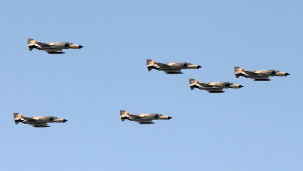 Iranian air force's US-made F-4 Phantom fighter jets perform during a parade on the occasion of the country's Army Day, on April 18, 2017, in Tehran. (Photo by ATTA KENARE / AFP) - Sputnik International