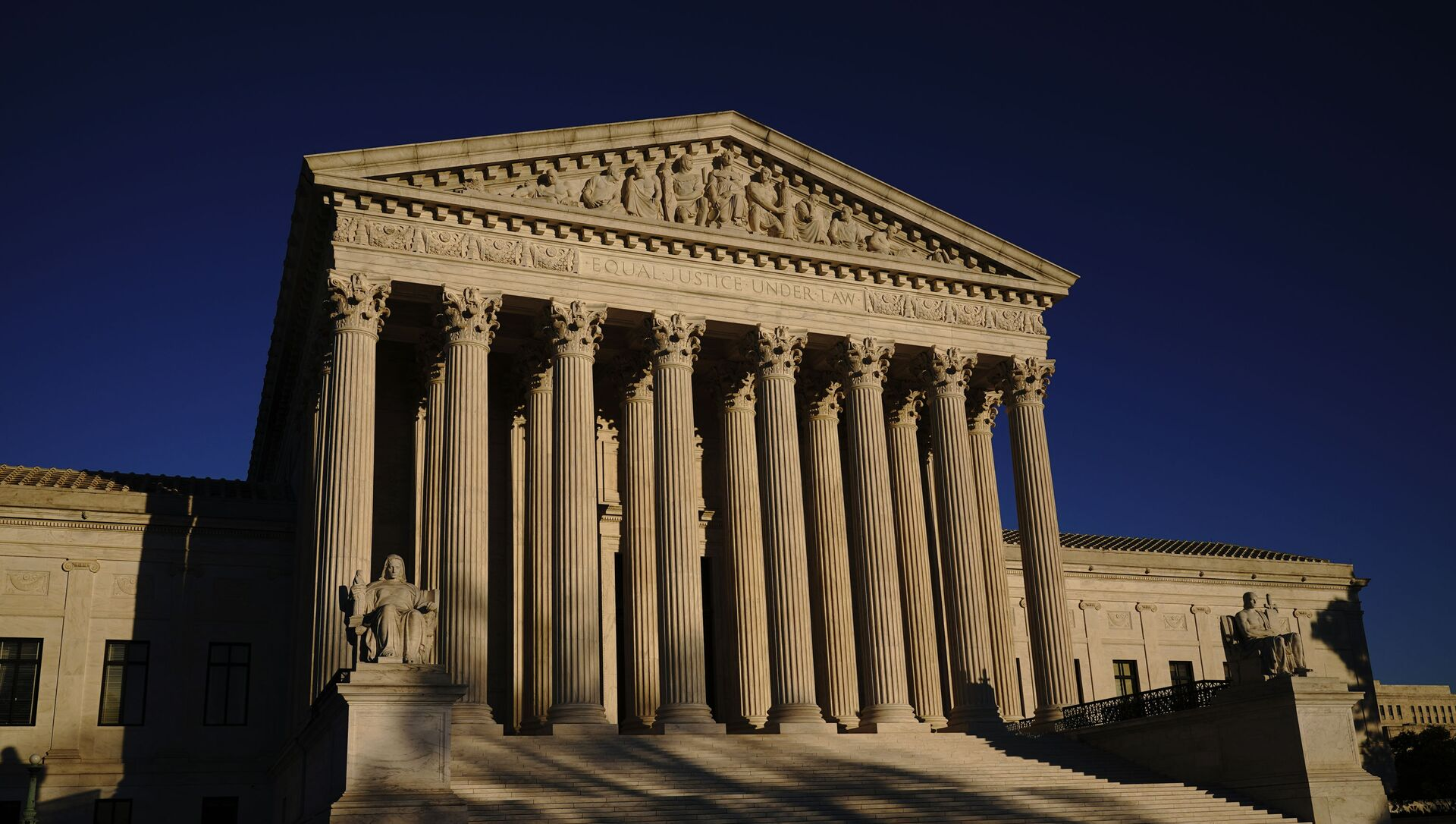 In this Monday, Nov. 2, 2020, file photo the Supreme Court is seen at sundown on the eve of Election Day, in Washington - Sputnik International, 1920, 20.05.2021