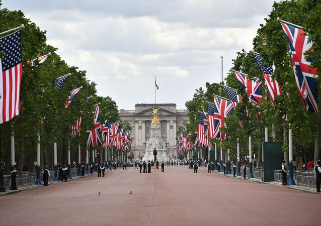 US and Union Flags line the Mall leading to Buckingham Palace in central London on June 3, 2019, with police securing the area on the first day of the US president and First Lady's three-day State Visit to the UK.