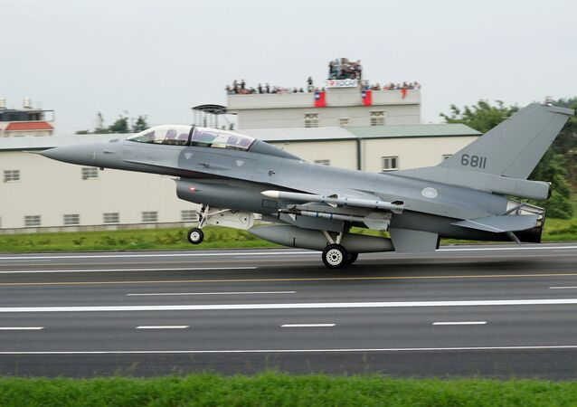 A Republic of China Air Force (ROCAF) F-16V fighter jet lands on a highway used as an emergency runway during the Han Kuang military exercise simulating the China's People's Liberation Army (PLA) invading the island, in Changhua, Taiwan May 28, 2019.