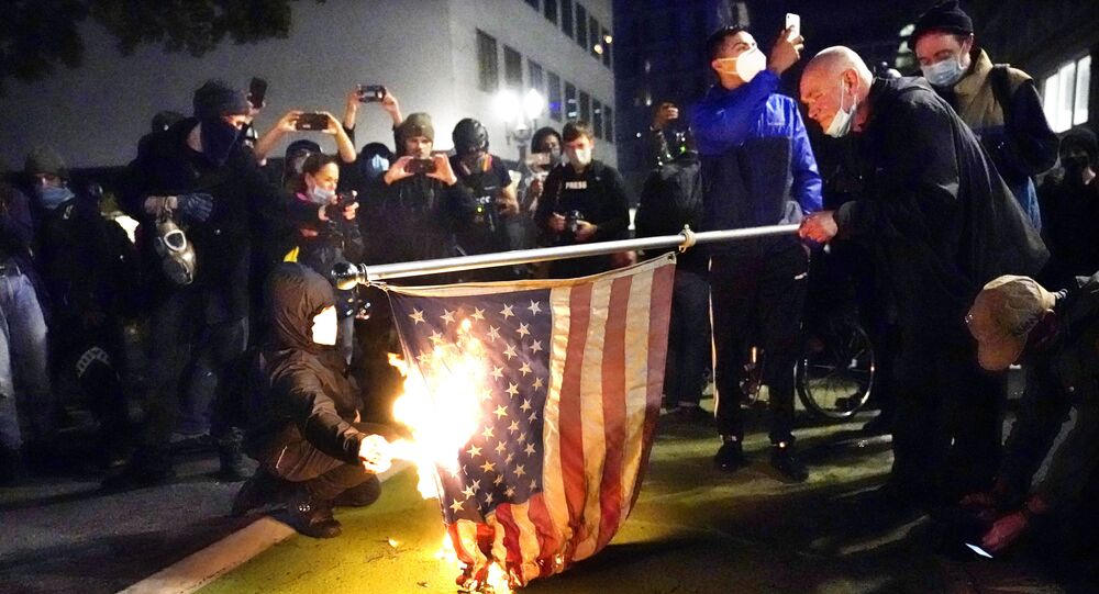 OR police face off with anti-Trump protesters