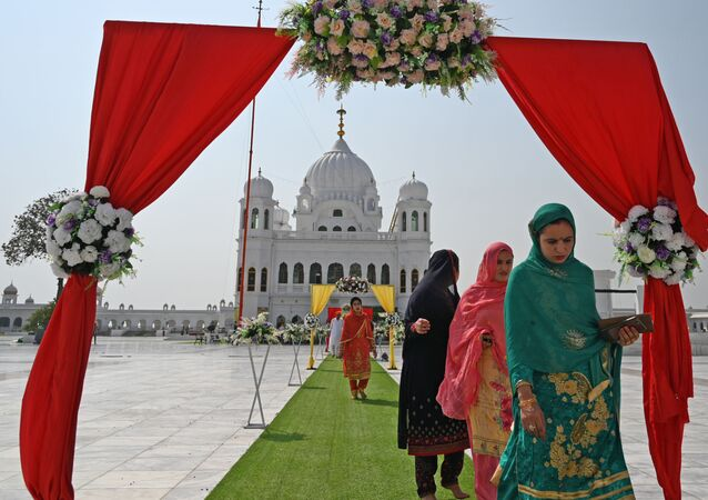 Sikh pilgrims arrive to take part in a religious ritual on the occasion of the 481st death anniversary of Baba Guru Nanak Dev Ji, the founder of Sikhism, at the Gurdwara Darbar Sahib in Kartarpur near the India-Pakistan border on September 22, 2020