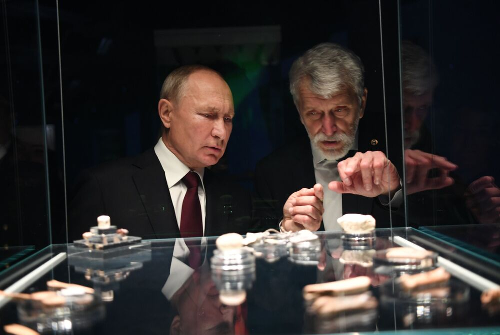 Russian President Vladimir Putin during a tourof the Museum of Archaeology in Chudov monastery at the Moscow Kremlin on 4 November 2020