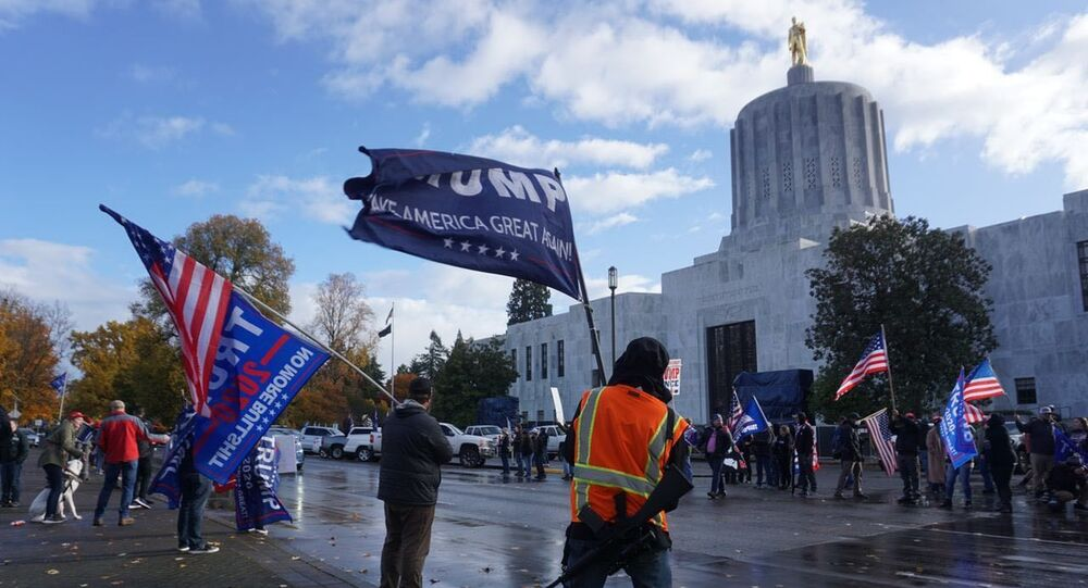 Trump's supporters took out to the square in front of the Oregon Capitol