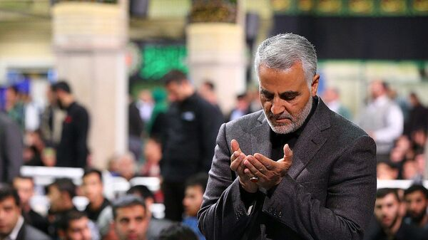 Qasem Soleimani Saying Prayer in Imam Khomeini Hossainiah in Tehran - Sputnik International