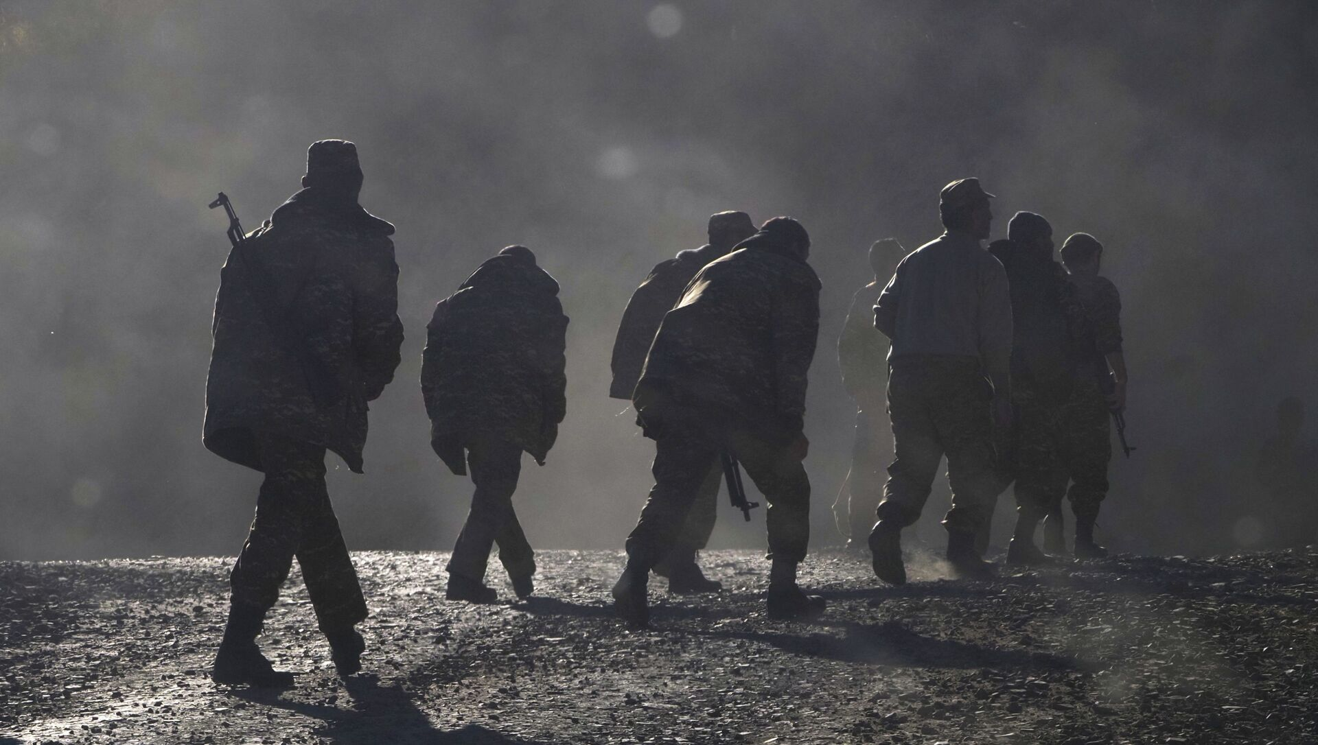 Ethnic Armenian soldiers walk along the road near the border between Nagorno-Karabakh and Armenia, Sunday, 8 November 2020. - Sputnik International, 1920, 28.07.2021