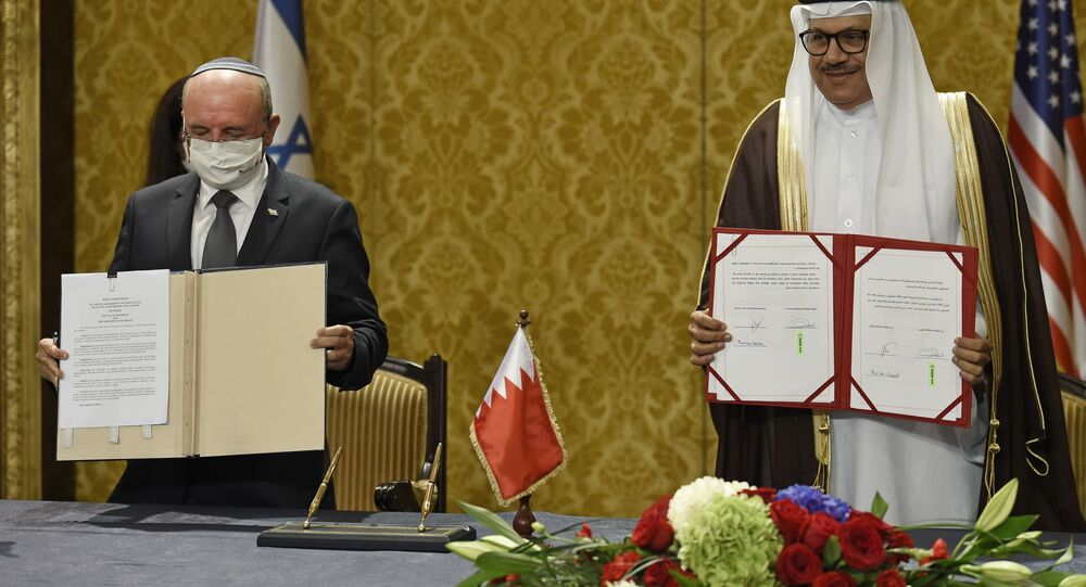Bahraini Foreign Minister Abdullatif bin Rashid Al-Zayani (R) and head of the Israeli delegation National Security Advisor Meir Ben Shabbat sign agreements during a ceremony in Bahrain's capital Manama, on October 18, 2020. - Israel and Bahrain cemented a deal officially establishing relations and signed several memorandums of understanding, further opening up the wealthy Gulf region to the Jewish state.