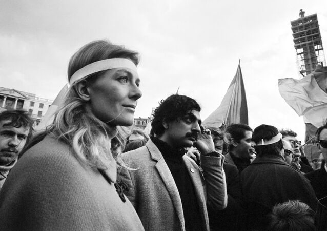 Tariq Ali and Vanessa Redgrave demonstrating against the Vietnam War in March 1968