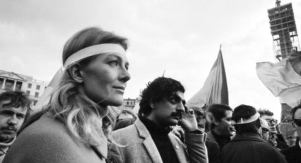 Tariq Ali and Vanessa Redgrave demonstrating against the Vietnam War in March 1968