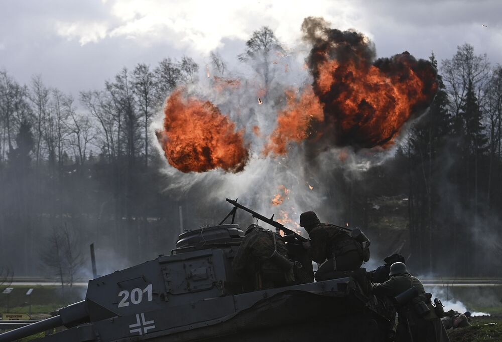 Men take part in a re-enactment of 1941's Battle of Moscow at the 'Road of Memory' museum complex in the Moscow region on 7 November 2020.
