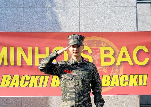 SHINee's Minho discharged from military