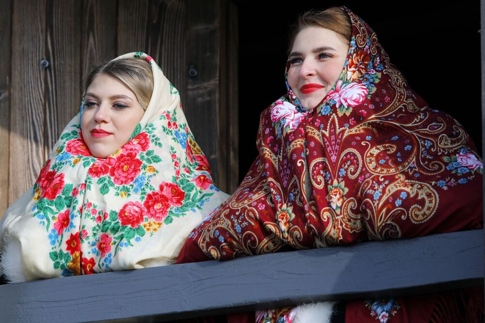 Women take part in the opening of the Slobozhanschina historical and cultural complex in the Belgorod Region on 14 November 2020.