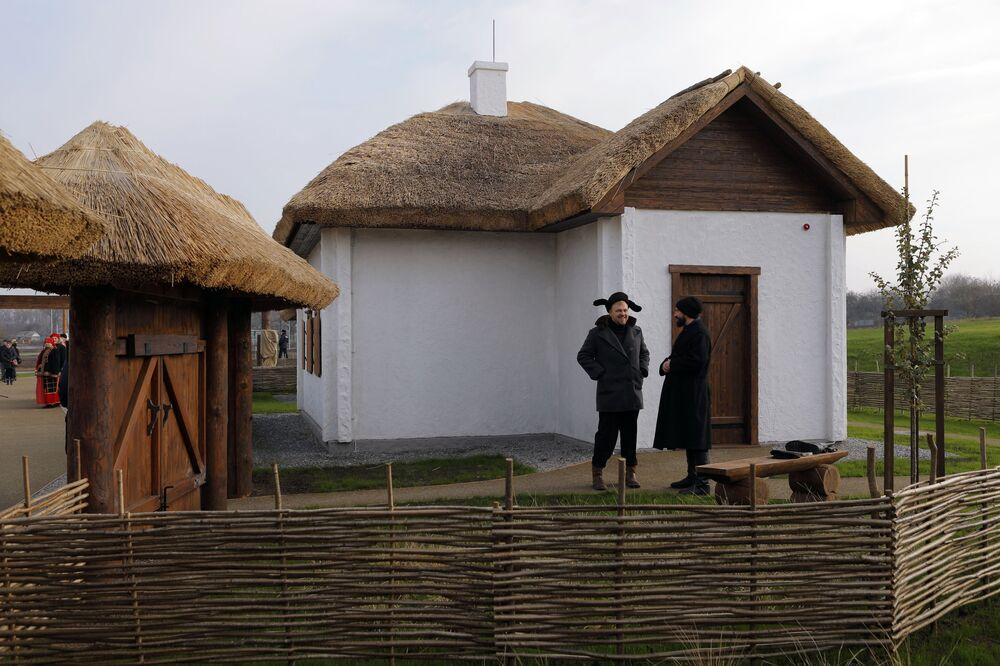Two men speaking as they attend the opening of the Slobozhanschina ethno village in the Belgorod Region.