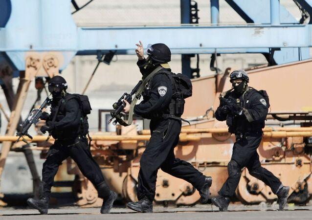 Israeli special forces police officers run during a drill simulating an attack on a bus, in the port of Ashdod, Israel (File)