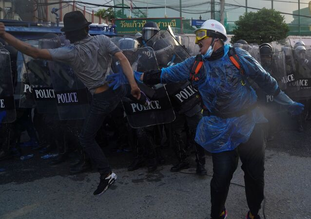 Demonstrators clash with riot police officers during an anti-government protest as lawmakers debate  constitution change, outside the parliament in Bangkok, Thailand, November 17, 2020