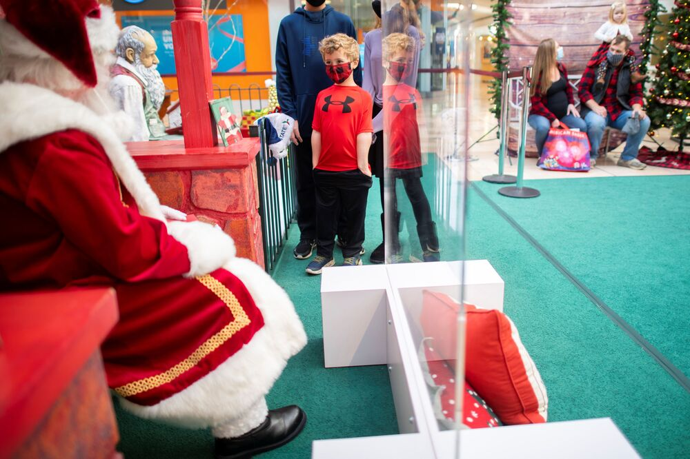 Will Bertinetti, 5, reacts as he speaks with Santa Claus, who sits behind a plexiglass divider due to the coronavirus disease (COVID-19) pandemic, at the Exton Square Mall in Exton, Pennsylvania, US, 14 November 2020. REUTERS/Mark Makela