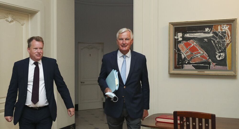 Britain's chief negotiator David Frost (L) and EU's Brexit negotiator Michel Barnier arrive for a working breakfast after a seventh round of talks, in Brussels on August 21, 2020.