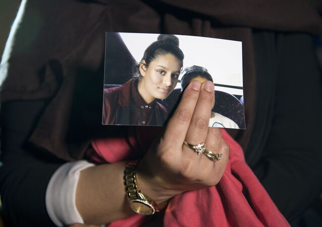 Renu, eldest sister of missing British girl Shamima Begum, holds a picture of her sister while being interviewed by the media in central London, on February 22, 2015. Britain debated Sunday how to stop teenage girls joining the Islamic State group in Syria after three high-achieving youngsters became the latest to run away from home. Close schoolfriends Kadiza Sultana, 17, and 15-year-olds Shamima Begum and Amira Abase left their east London homes on Tuesday and flew to Istanbul, raising concerns they would travel on to Syria to join IS jihadists.
