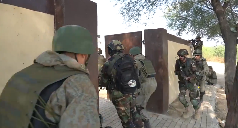Russian, Pakistani special forces troops during exercises.