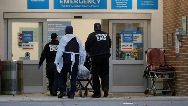 A patient arrives outside Maimonides Medical Center, as the spread of the coronavirus disease (COVID-19) continues, in Brooklyn, New York, U.S., November 17, 2020. - Sputnik International