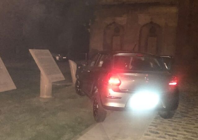 A car crashed into the Safdarjung Tomb complex