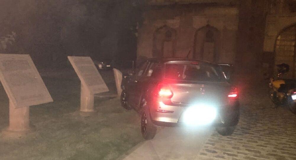 A car crashed into the Safdarjung Tomb complex