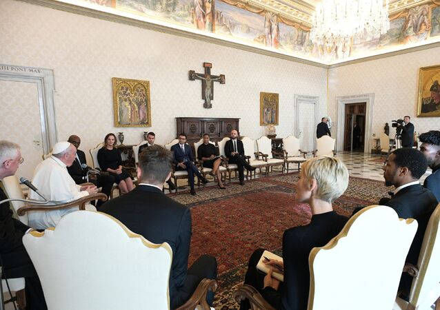 Pope Francis meets a delegation of five NBA players, including Jonathan Isaac and Sterling Brown and officials from the National Basketball Players Association at the Vatican November 23, 2020. Vatican Media/Handout via REUTERS THIS IMAGE HAS BEEN SUPPLIED BY A THIRD PARTY.