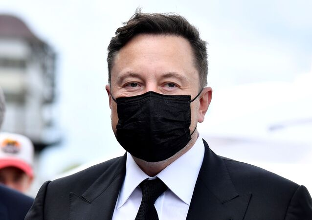 FILE PHOTO: Elon Musk wears a protective mask as he arrives to attend a meeting with the leadership of the conservative CDU/CSU parliamentary group, in Berlin