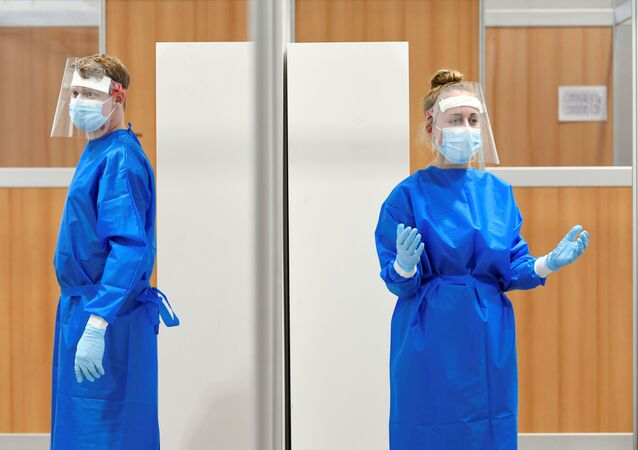 Health workers at the XL test facility where tests on the coronavirus disease (COVID-19) are held, in Utrecht, Netherlands, 17 November 2020.