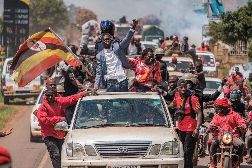 Ugandan musician-turned-politician Robert Kyagulanyi, also known as Bobi Wine (C), greets supporters as he sets off on his campaign trail towards eastern Uganda, near Kayunga, on 1 December 2020.