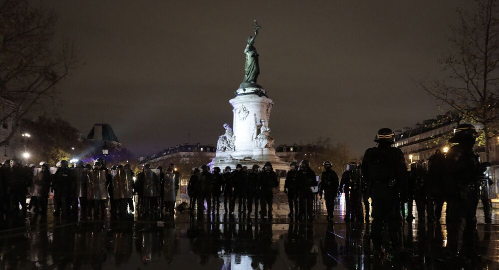 Riot police officers gather on the Place de la Republique after a demonstration, 5 December 2020 in Paris