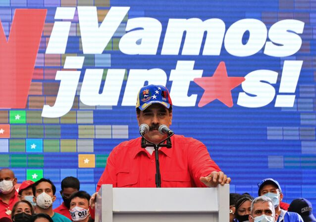 Handout picture released by the Venezuelan Presidency showing Venezuela's President Nicolas Maduro speaking during a campaign rally in Caracas, on December 3, 2020, ahead of the weekend's parliamentary election