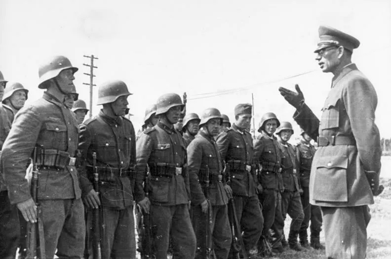 Red Army officer-turned-pro-Nazi traitor Andrei Vlasov addresses his troops.