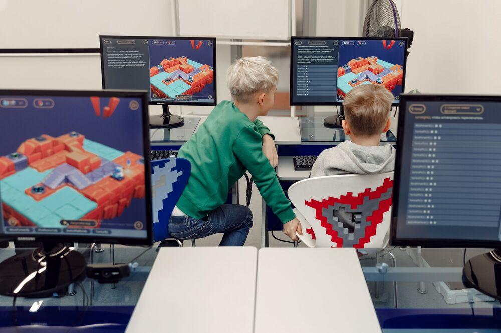 Schoolchildren using the Cyber Book digital textbook.