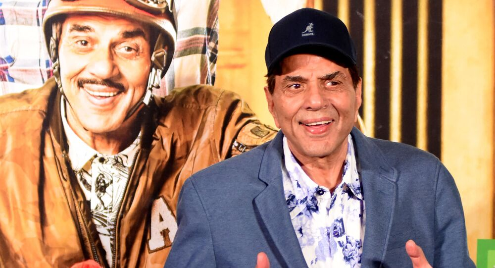 Indian Bollywood actor Dharmendra poses during the trailer launch of the upcoming action comedy Hindi film 'Yamla Pagla Deewana Phir Se' in Mumbai on 10 August 2018