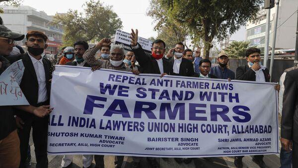 Lawyers march in support of farmers during a nationwide farmers' strike in Prayagraj, Tuesday, Dec. 8, 2020 - Sputnik International