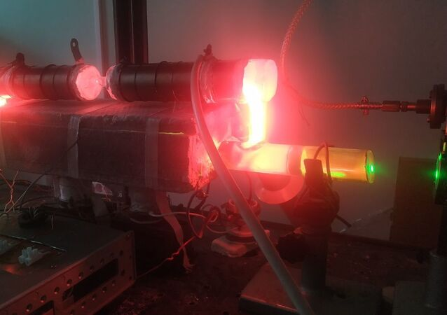 Optical amplifiers based on pulsed metal vapour lasers