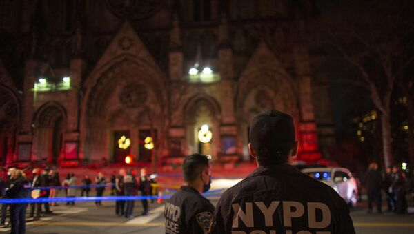 Police officers stand guard outside of the Cathedral of St. John the Divine in New York on December 13, 2020, after a shooter opened fire outside the church. - A man was shot and critically injured by police after he opened fire near crowds who had gathered to watch carol-singing outside a New York church. - Sputnik International