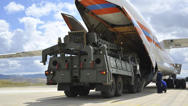 Military vehicles and equipment, parts of the S-400 air defence systems, are unloaded from a Russian transport aircraft, at Murted military airport in Ankara, Turkey, 12 July 2019 - Sputnik International