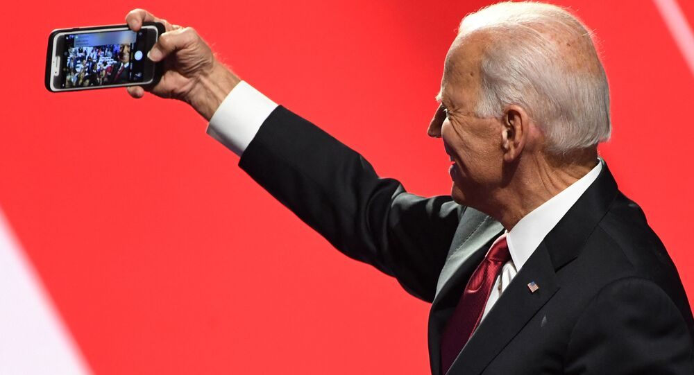 Joe Biden takes a selfie with supporters in Ohio, 15 October 2019.