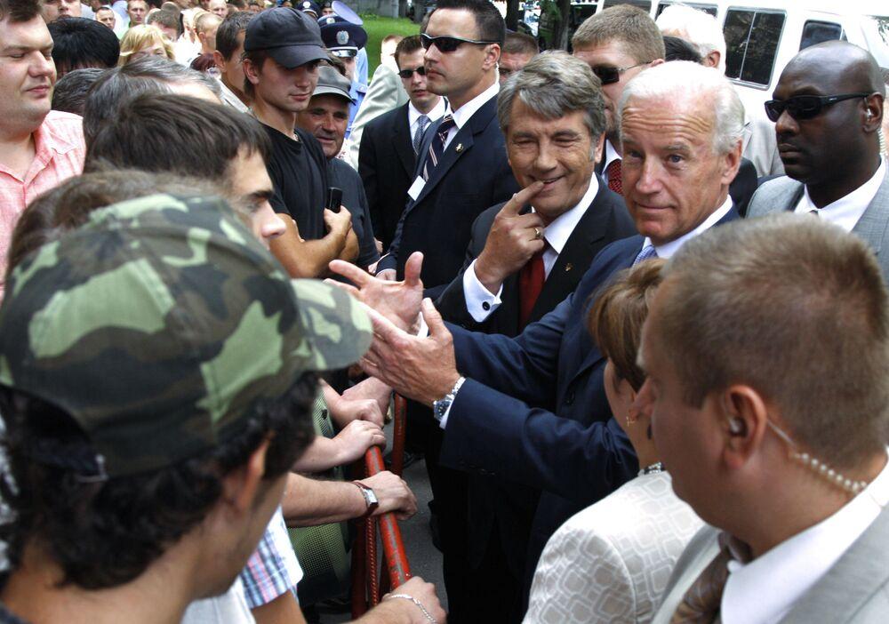 US Vice President Joe Biden and Ukrainian President Victor Yushchenko meet with residents of Kiev, Ukraine.