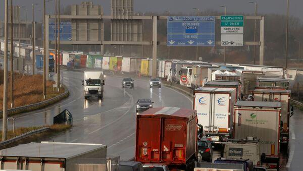 Truck traffic in Calais as Brexit nears - Sputnik International