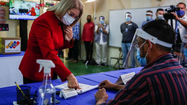 Cilia Flores, candidate and wife of Venezuela's President Nicolas Maduro, places her finger in a register list before she votes at a polling station during the parliamentary election in Caracas, Venezuela, December 6, 2020. - Sputnik International