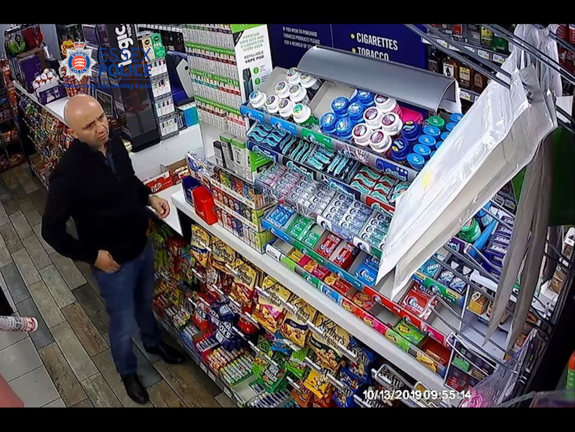 Gheorghe Nica in a convenience store in Thurrock shortly before getting into the cab of Harrison's truck - Sputnik International, 1920, 07.09.2021