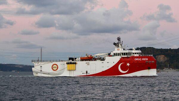 Turkish seismic research vessel Oruc Reis sails in the Bosphorus in Istanbul, Turkey, November 12, 2018. - Sputnik International