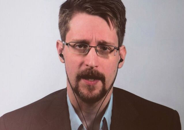 A picture of former US NSA Contractor Edward Snowden posted on Twitter, December 24, 2020