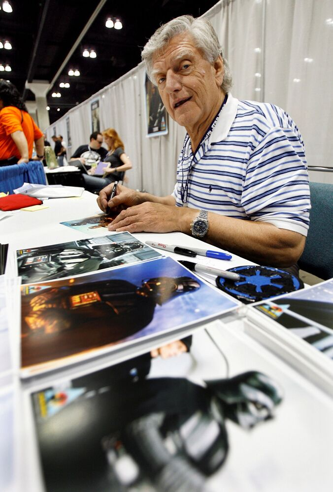 Actor David Prowse, who portrayed Darth Vader, signs autographs during the opening day of Star Wars Celebration IV in Los Angeles 24 May 2007.