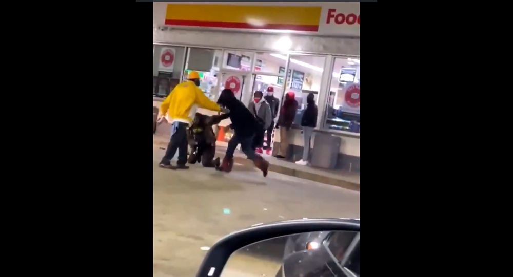 Screenshot of the video showing a St. Louis woman punching a police officer with a baton at Shell Gas Station