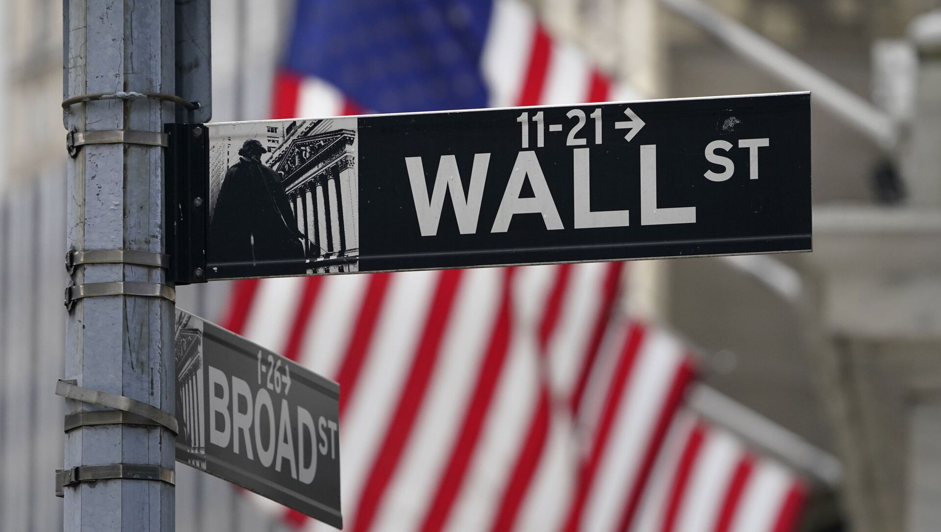 In this Nov. 23, 2020, photo, a street sign is displayed at the New York Stock Exchange in New York. S&P DJ Indices is removing 21 Chinese companies from its indexes, or groups of stocks and bonds used to track financial market movements, after Americans were barred from investing in them as part of a feud with Beijing over technology and security. - Sputnik International, 1920, 23.07.2021