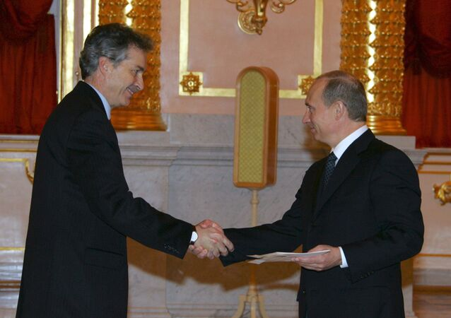 US Ambassador Extraordinary and Plenipotentiary to Russia William Burns (left) presented his credentials to Russian President Vladimir Putin in the Kremlin.